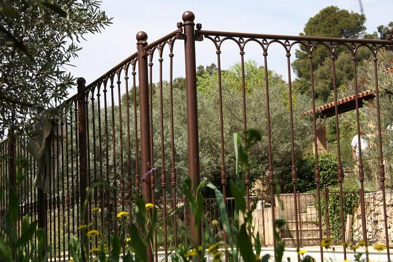 Barrière de piscine en fer forgé avec peinture antirouille brun chocolat