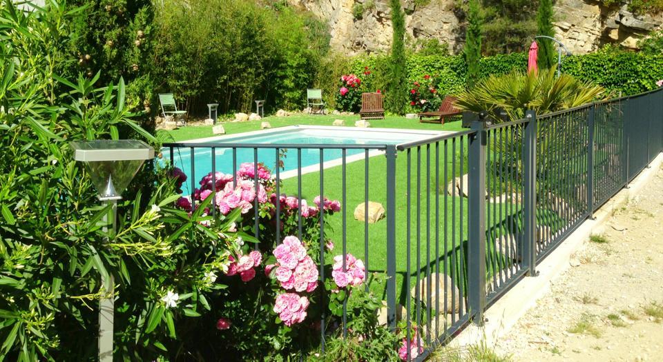 barrire de scurit piscine verseau cloture barreaux en acier thermolaqu with portillon piscine. Black Bedroom Furniture Sets. Home Design Ideas