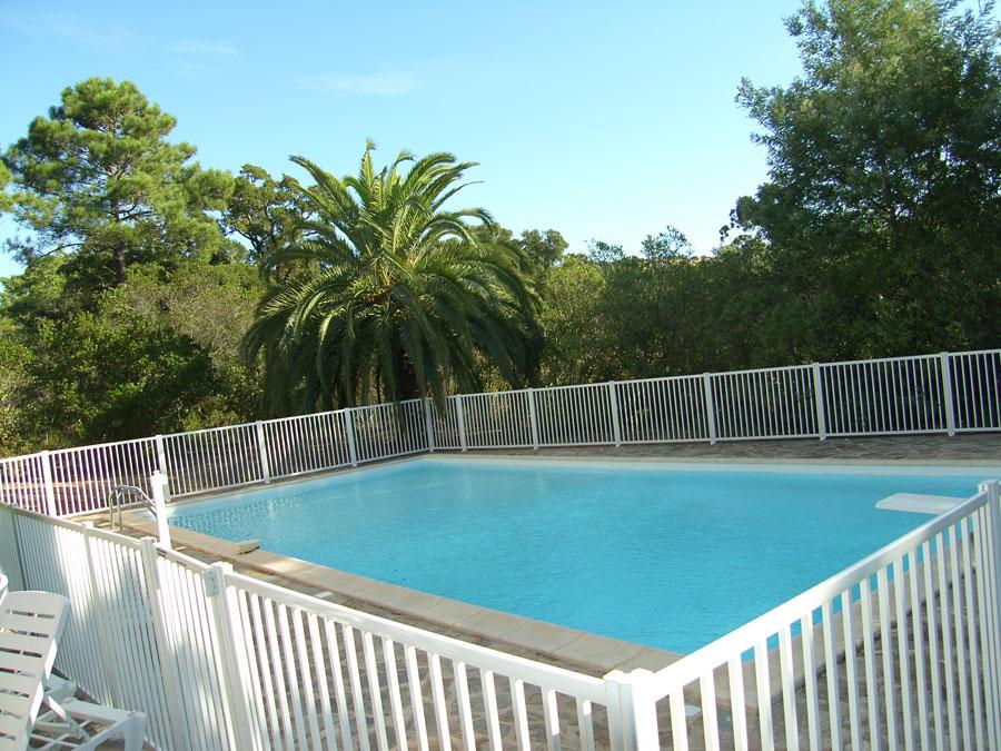 Barri re de piscine en aluminium thermolaqu barreaux for Cloture piscine aluminium