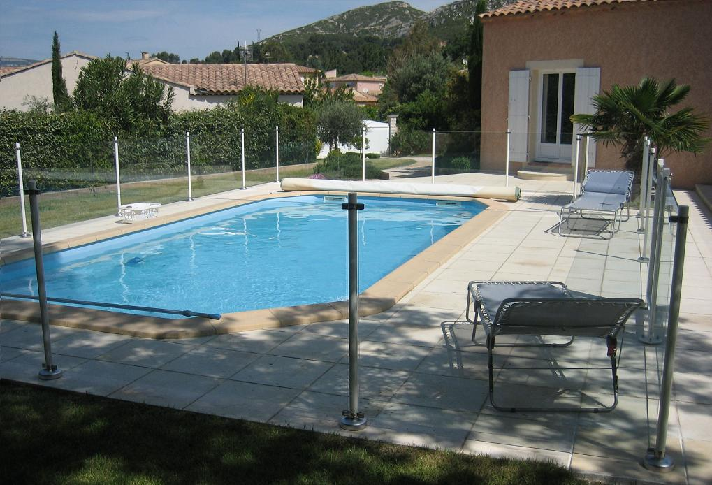 Cloture piscine a partir de with cloture piscine scurit for Clotures de piscine