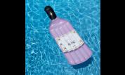 Bouteille de rosé gonflable (bouée)