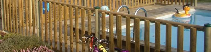 barri re de s curit piscine bois design en pin scandinave cl4. Black Bedroom Furniture Sets. Home Design Ideas